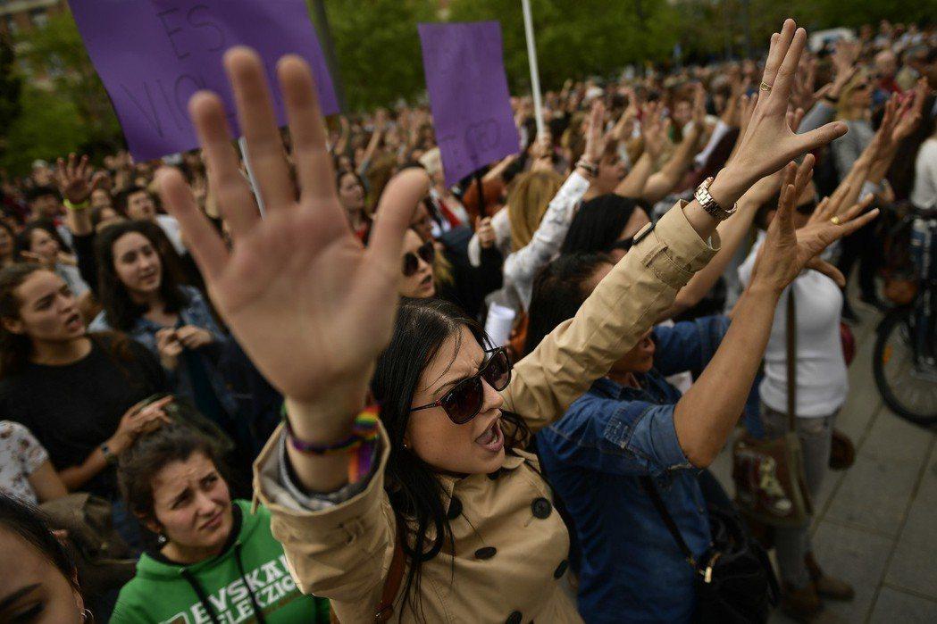 復原得最好的女性,就是積極投入反強暴運動的那群人,不再躲藏、拒絕沉默,堅持強暴是公共議題、要求改革。 圖/美聯社