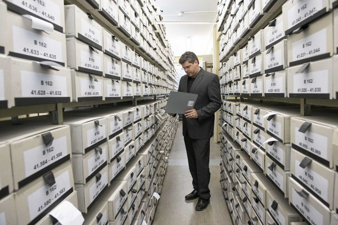 侯麥爾檢察官主導的調查辦公室,檔案室中藏有170萬宗記錄納粹罪犯的文件。 圖/法...