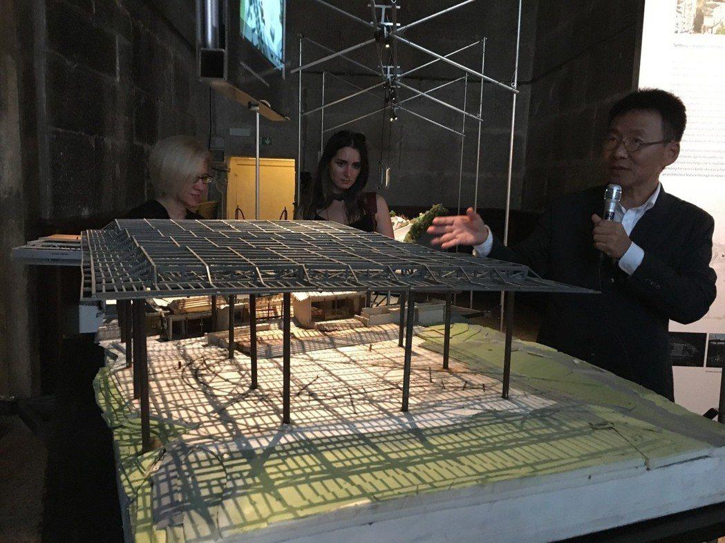 今年威尼斯建築雙年展台灣館展出建築師黃聲遠(圖)作品,圖中以模型表現羅東文化工場...