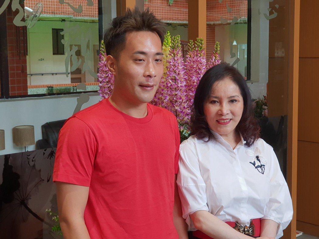 李亞萍和余祥銓各自為憂鬱症所苦。記者李姿瑩/攝影