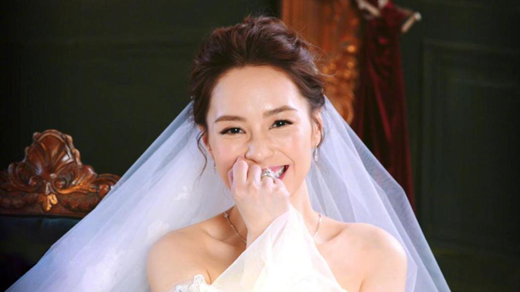 阿嬌日前在網路上瘋傳的婚紗照,其實是先前戲劇「動物系戀人啊」的劇照。圖/摘自微博