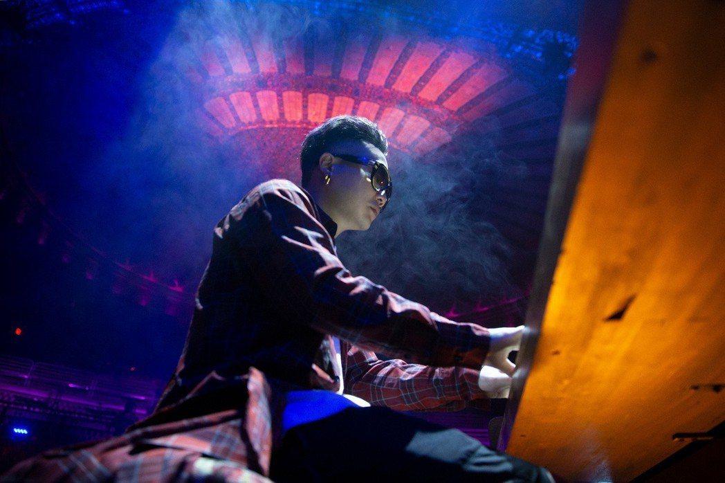 蕭秉治為了新歌MV到美國取景。 圖/相信音樂提供