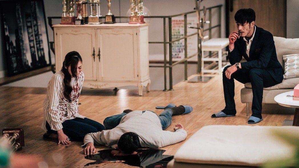 黃騰浩在戲中行兇後嚇到吃手手。圖/歐銻銻娛樂提供