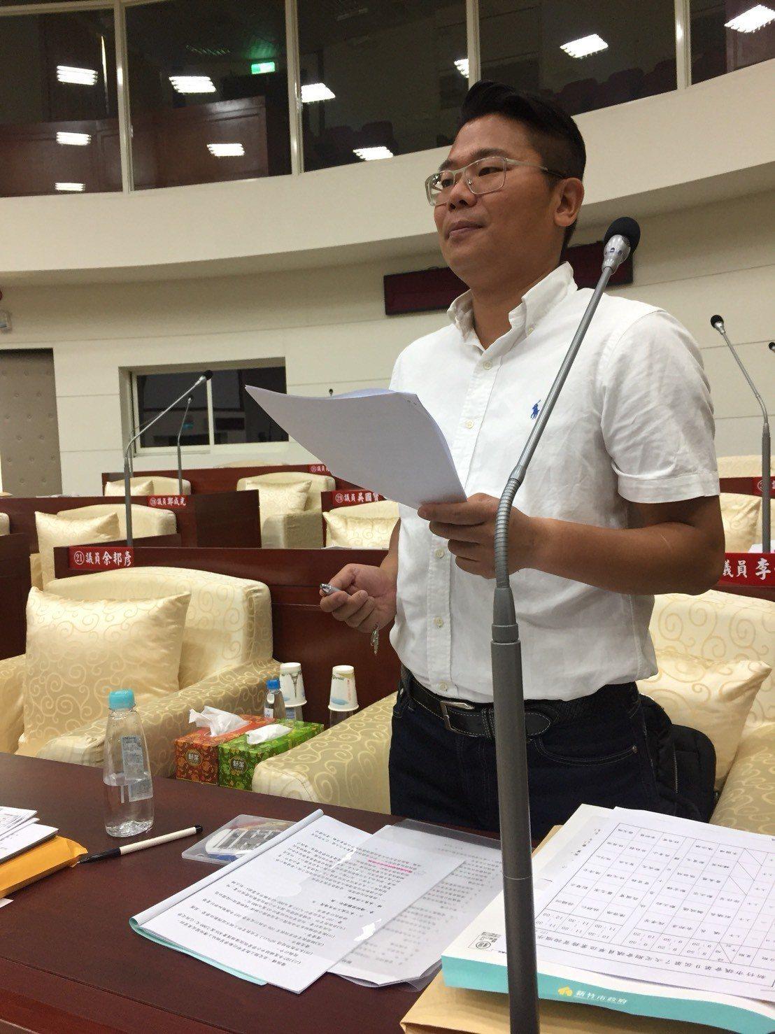 新竹市政府社會處提供「同步聽打服務」,聽障者新竹市議員林盈徹申請後,首次在新竹市...