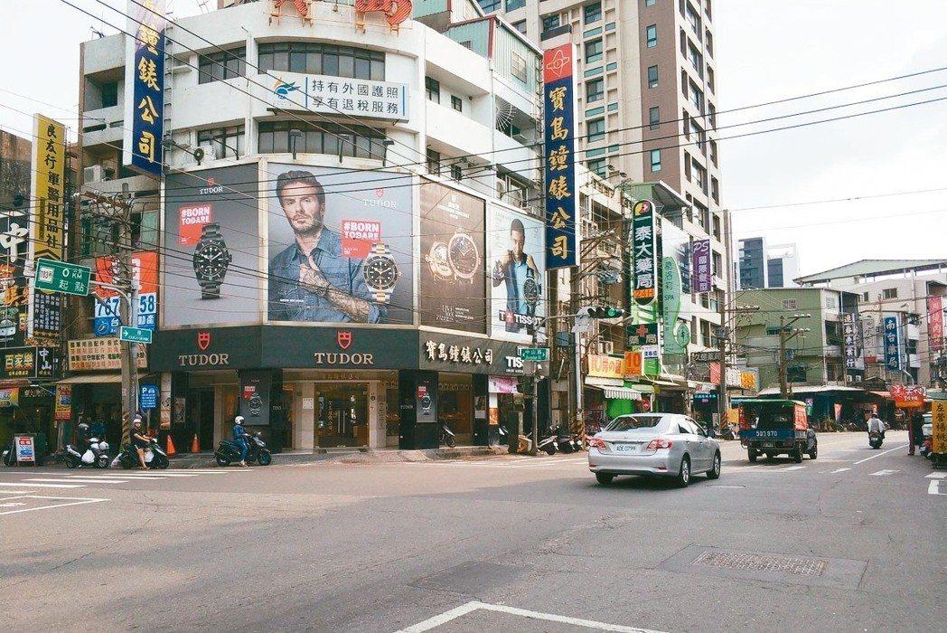 鳳山車站周邊街景。 台慶不動產/提供