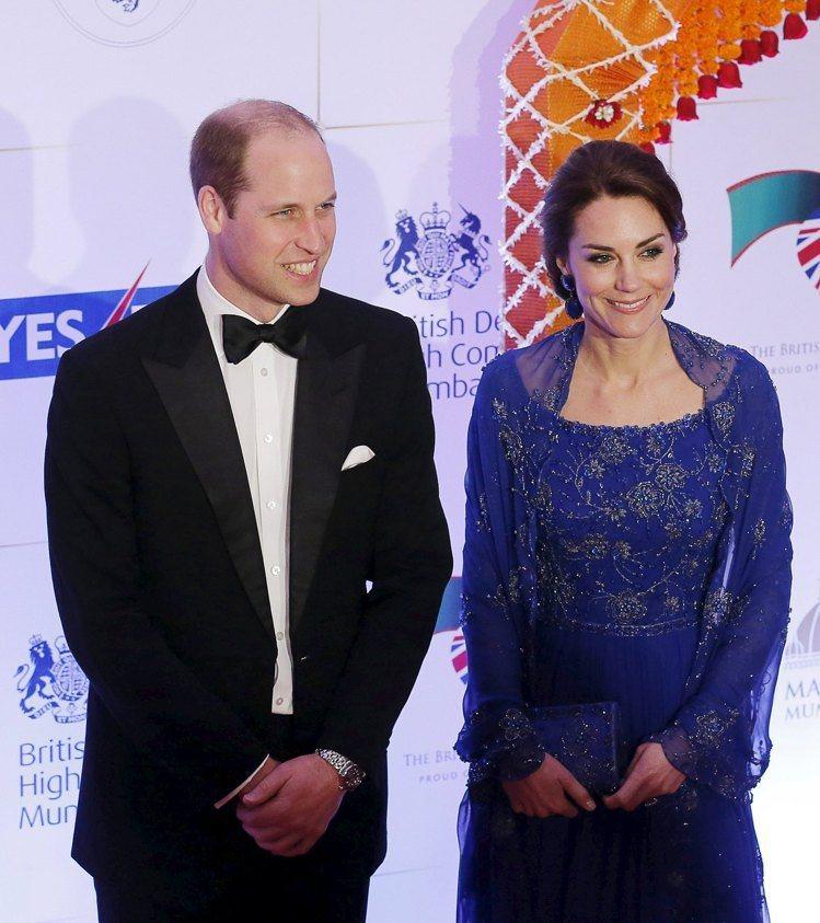 凱特王子妃穿上Jenny Packham手工珠飾刺繡禮服,相當高雅。圖/路透社