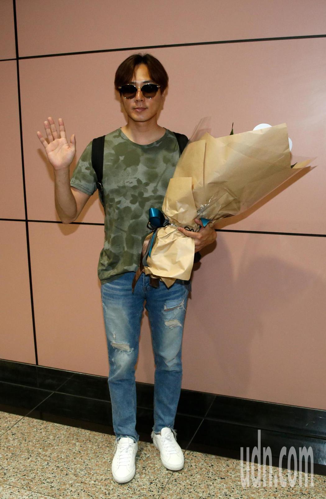 韓國「神話」的成員李先鎬(Andy)中午抵台。記者鄭超文/攝影