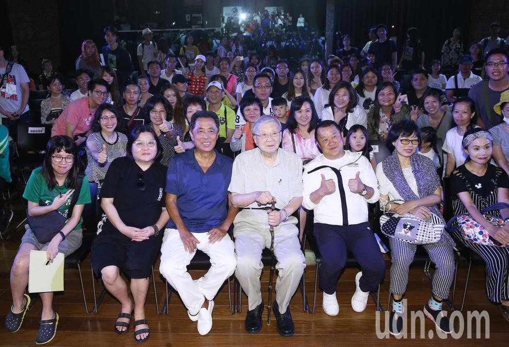 兩岸電影展今年邁入第十年,兩岸交流協會特別在台北紅樓舉辦喜劇論壇,邀請曾志偉、朱...