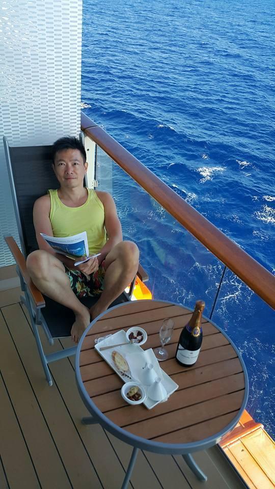 退休後他都在郵輪上享受人生。圖/蘇逸洪臉書  ※ 提醒您:禁止酒駕 飲酒過量...