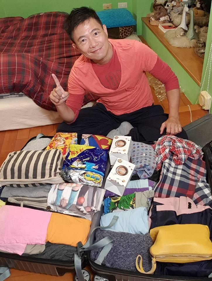 蘇逸洪經常打包要出門旅行。圖/蘇逸洪臉書