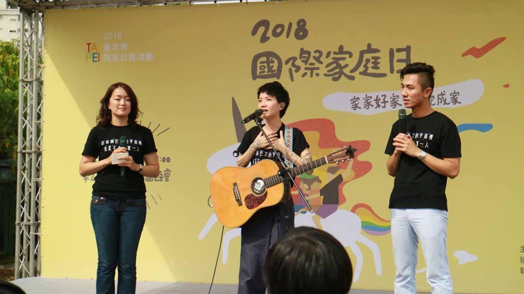 盧凱彤和妻子余靜萍結婚2周年。圖/婚姻平權大平台提供
