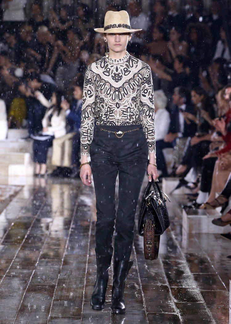 Dior 2019早春有大量的褲裝輪廓。圖/Dior提供
