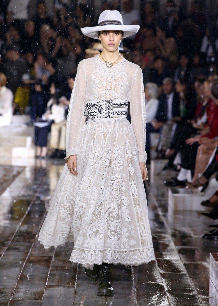 法國傳統棉布印花工藝成為早春系列的精緻細節。圖/Dior提供