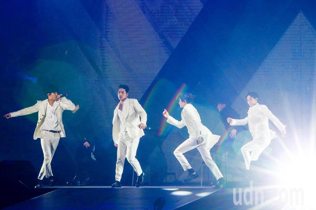 韓團NU'EST W在台舉辦演唱會。記者王騰毅/攝影