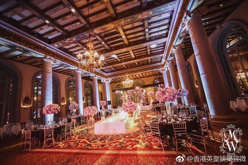 婚禮現場布置美輪美奐。圖/摘自微博