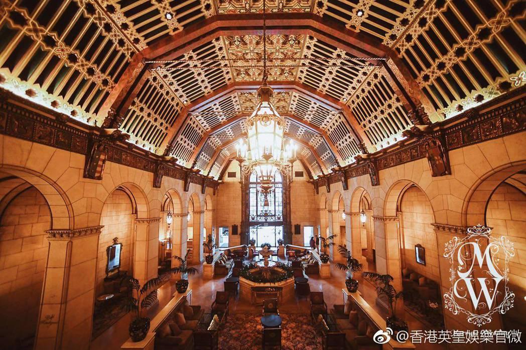 婚禮地點設在洛杉磯有近百年歷史的著名飯店。圖/摘自微博