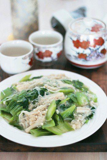 刈菜炒金針菇