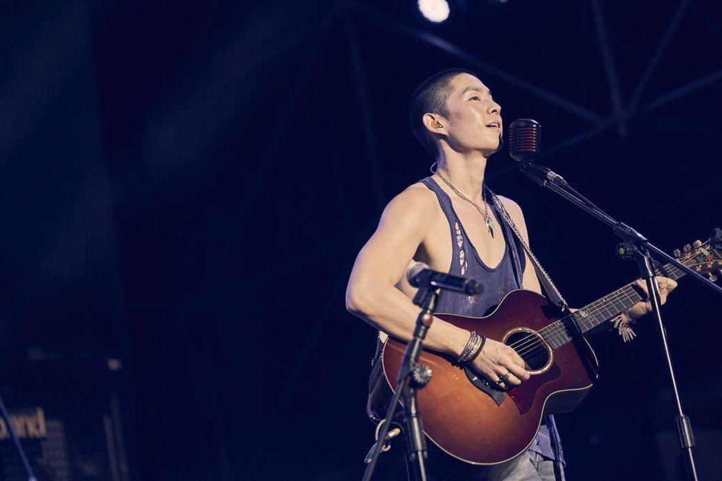 吳建豪參加「春浪音樂節」獻唱「流星雨」,喚起歌迷回憶。圖/環球音樂提供