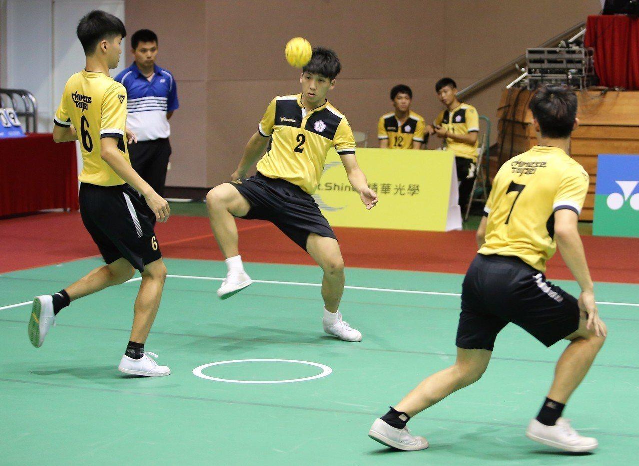 TSC-WINGS三人默契十足,勇奪社男三人賽冠軍。圖/中華藤球協會提供