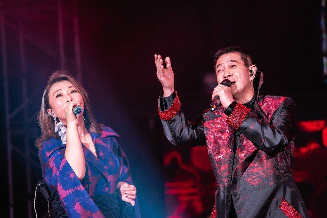 王瑞霞、蔡小虎好交情,台上深情對唱。圖/寬宏藝術提供