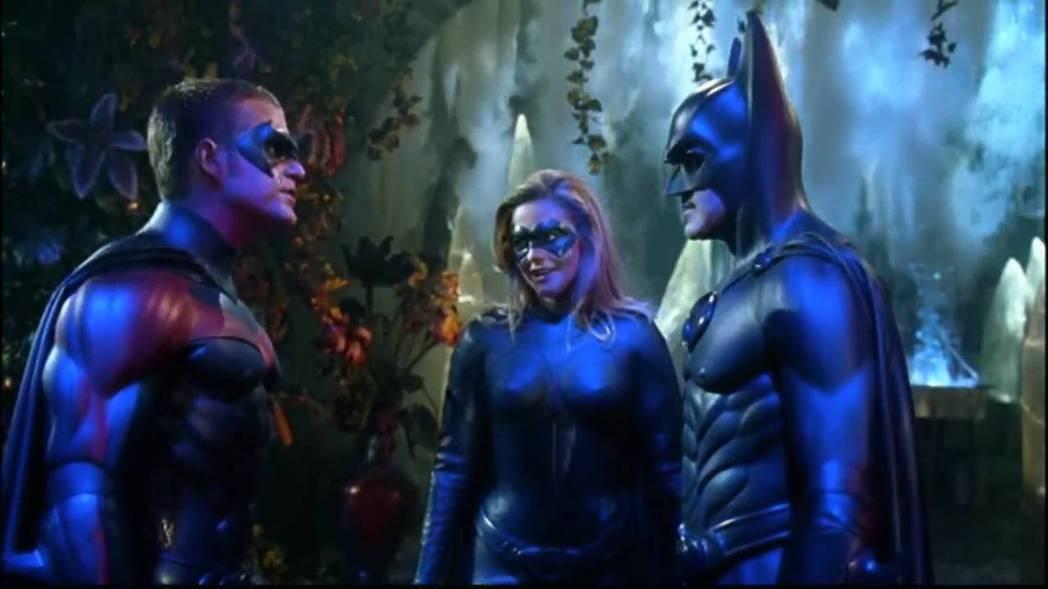 艾莉西亞席佛史東(中)在「蝙蝠俠4:急凍人」扮演蝙蝠女。圖/摘自imdb