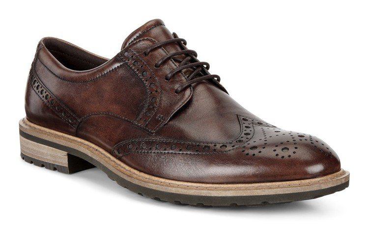 ECCO VITRUS I系列咖啡色男鞋,約8,380元。圖/ECCO提供
