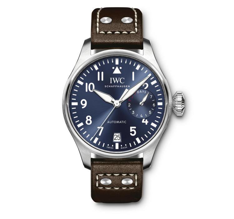 IWC品牌大使布萊德利庫柏在廣告中配戴的的大型飛行員腕表「小王子」特別版。圖/萬...