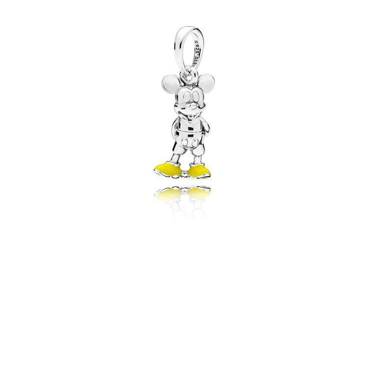 PANDORA 米奇925銀琺瑯吊飾,1,880元。圖/PANDORA提供