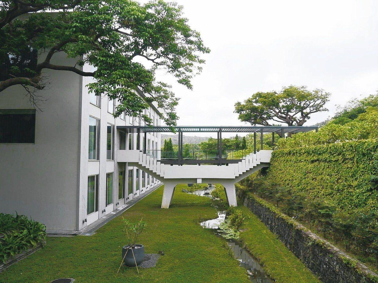 融入自然的通道,華泰瑞苑處處是美感。 記者羅建怡/攝影