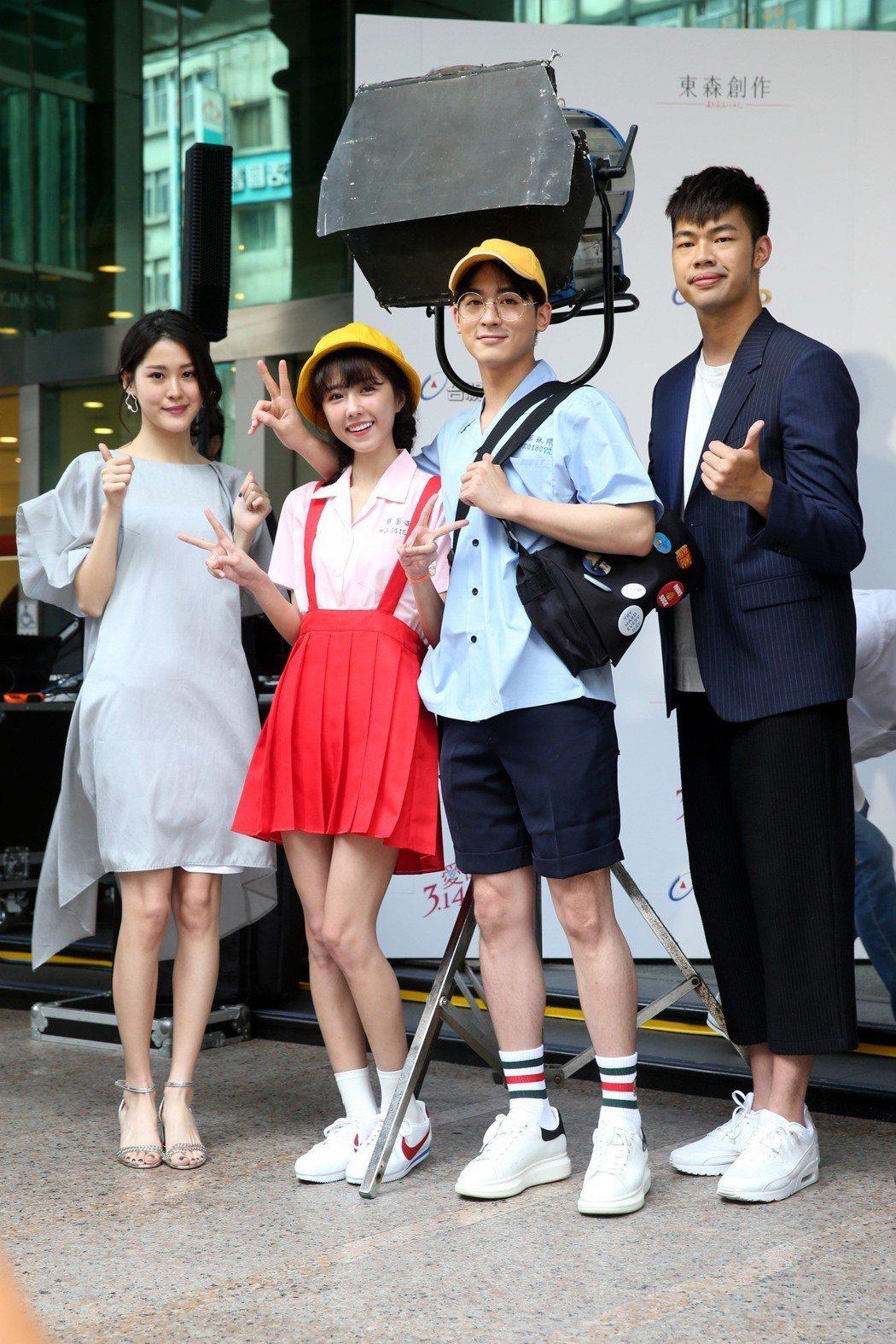 東森新戲「愛的3.14159」舉行開鏡儀式,演員李婕(左起)、邵雨薇、吳思賢、陳...
