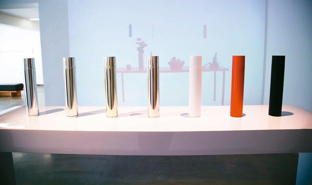 台灣品牌「ZINIZ」極簡迷你滅火器「SAVIORE」,有金屬磁吸功能,可作裝飾...