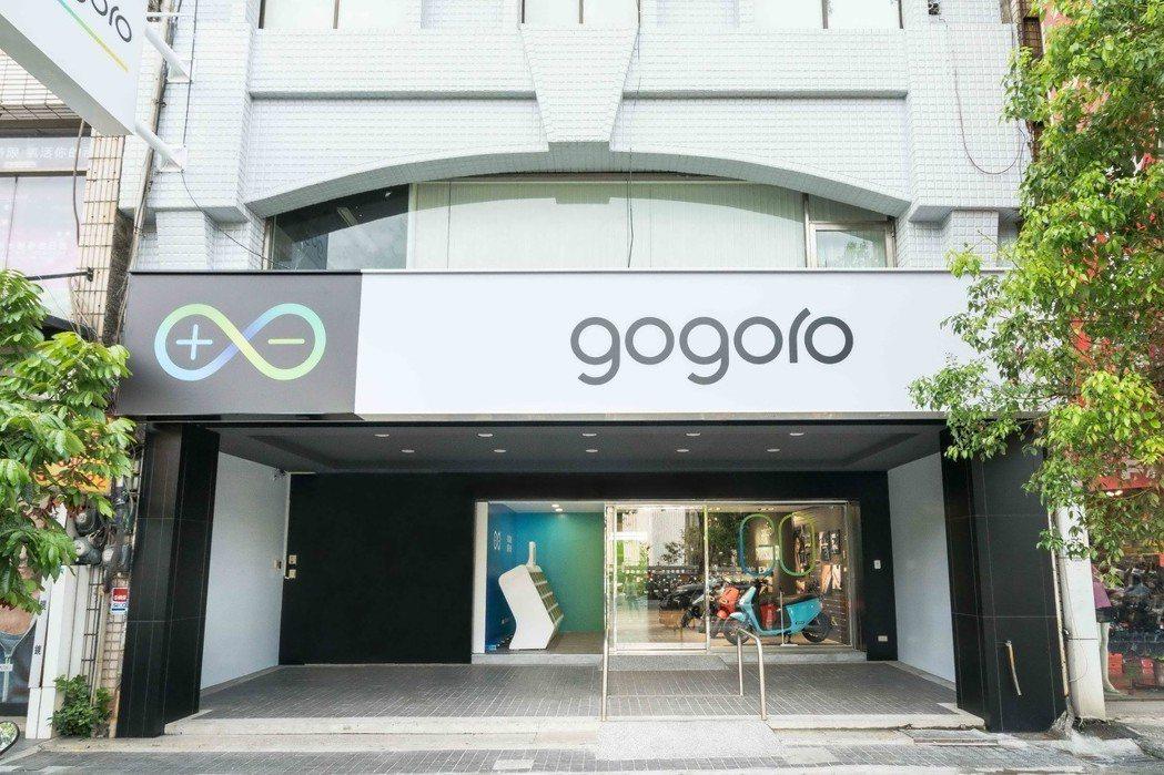 Gogoro 高雄三民建工授權經銷門市座落於熱鬧的高雄市區,預期將吸引不少賞車人潮。 圖/Gogoro提供