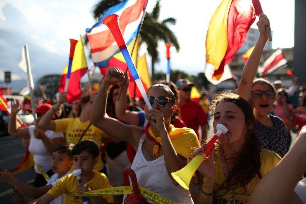 真正讓哥斯大黎加脫離拉美典型軌跡的關鍵,是去軍事化後,統治精英和民眾願意改革,把...