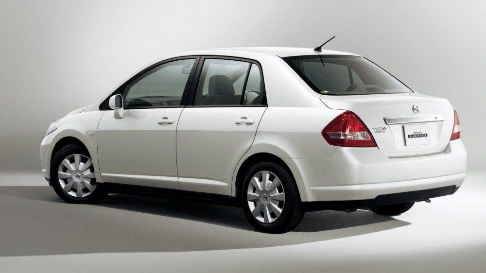 Nissan Tiida 4門。 摘自Nissan