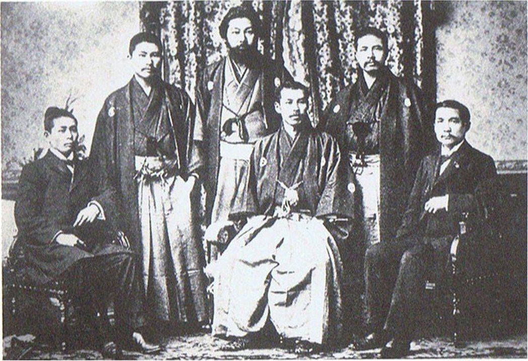 戴季陶、魯迅,甚至國共雙方的周恩來和蔣介石都有所謂的日本經驗,孫中山更是與日本關...