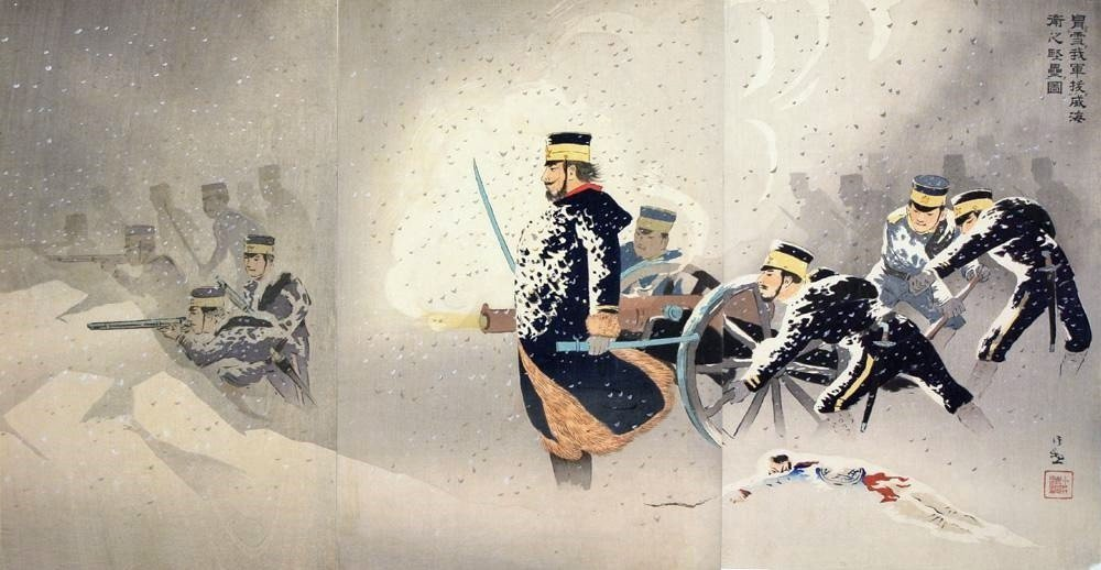 日本修理了過去數百年來作為東洋秩序中心的中國。圖為描述威海衛之戰的浮世繪。189...