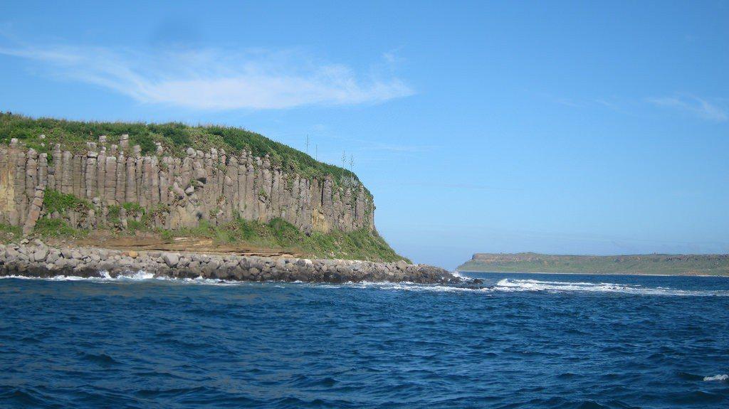 ▲南方四島桶盤嶼、玄武岩柱(Photo by jeff /Flickr)