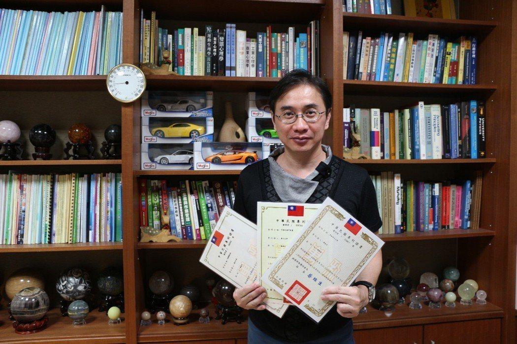 義守大學副教授陳泰良愛動腦,已取得53項發明專利。圖/義守大學提供