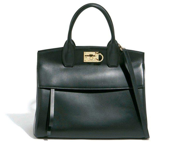Studio系列黑色牛皮手提包(大),87,900元。 圖/Ferragamo提...