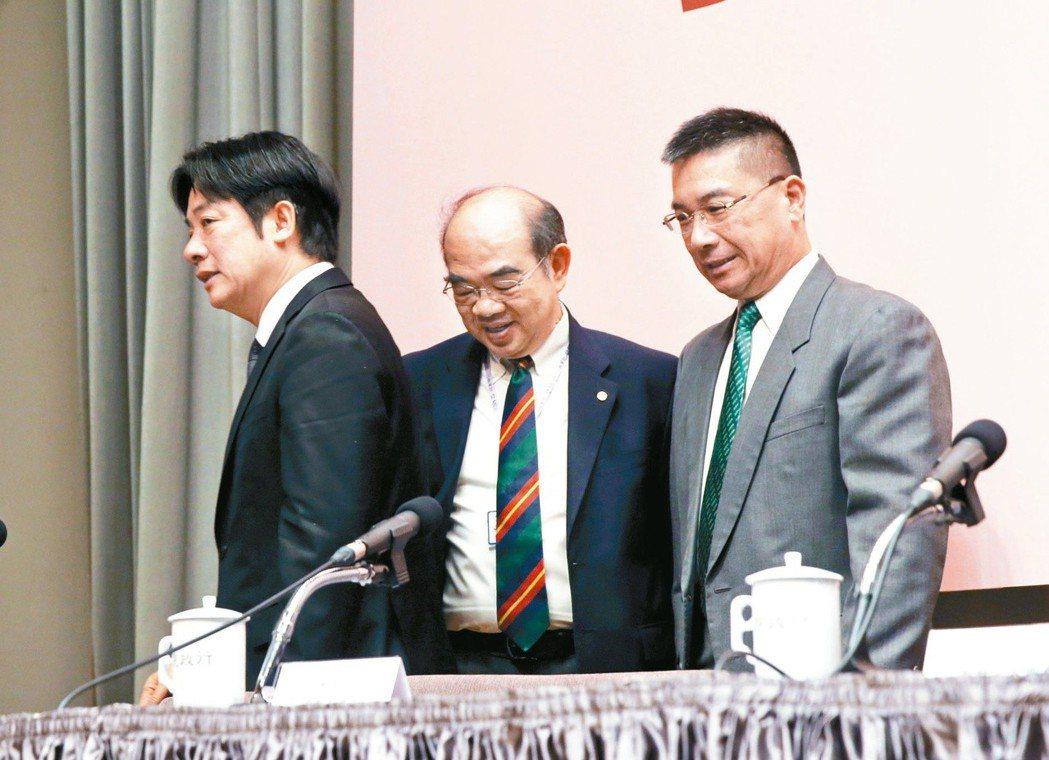 行政院長賴清德(左)說吳茂昆(中)一直到最近才知道,當時參加的兩場國際研討會,行...