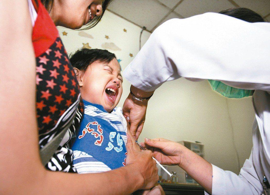 台灣每年6、7月為日本腦炎流行高峰期,提醒民眾儘速帶家中滿15個月以上、未接種疫...