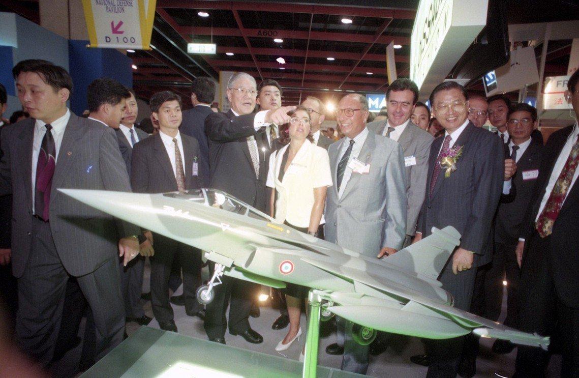 1993年訪台的達梭(中)與李登輝總統。 圖/聯合報系資料圖庫