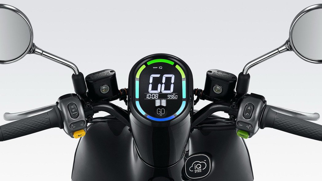全新流線儀表板設計,結合實用的操作介面與顯示螢幕,簡約設計之外還提供更寬闊路面視...