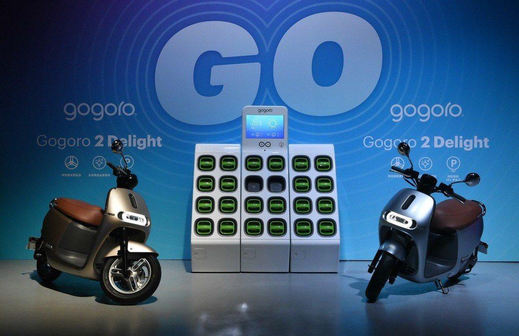 Gogoro 2 Delight 採用復古咖啡色系合成皮坐墊,加入了獨特的鋁合金...