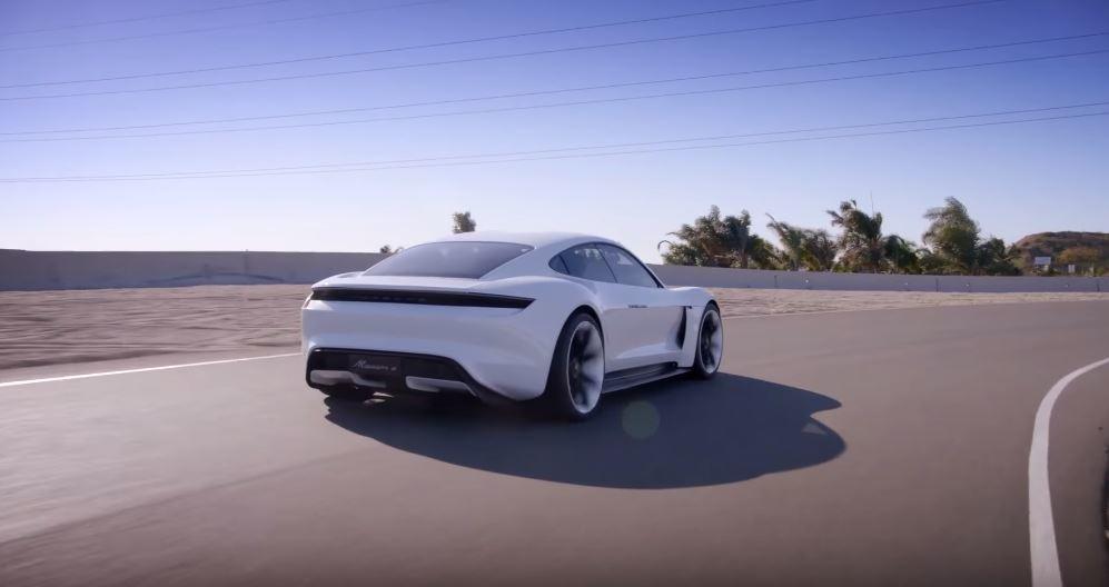 Porsche Mission E 電力可續航超過500km。 摘自Porsche