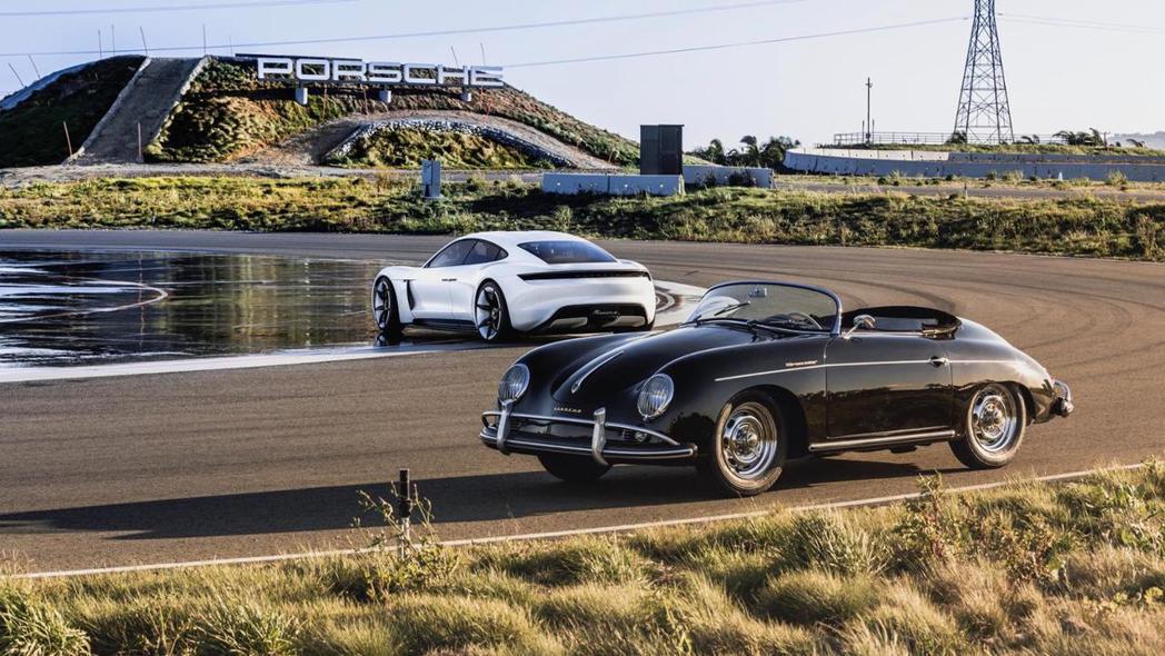 兩款新舊世代的 電動車vs.經典車。 摘自Porsche