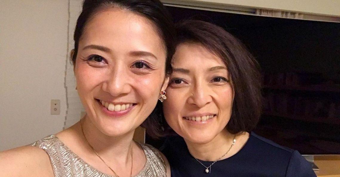 日本知名暢銷財經作家勝間和代(右),歷經兩次婚姻、育有三女,現公開出櫃與LGBT...