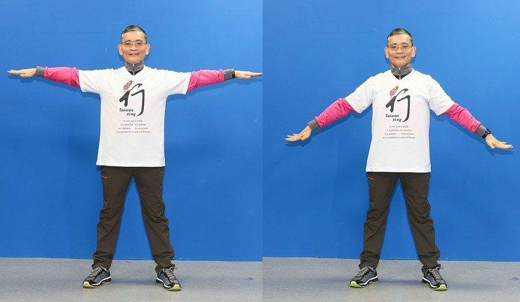簡文仁示範大鵬展翅:上下飛翔、左右扭捏、前後划水。攝影/陳立凱