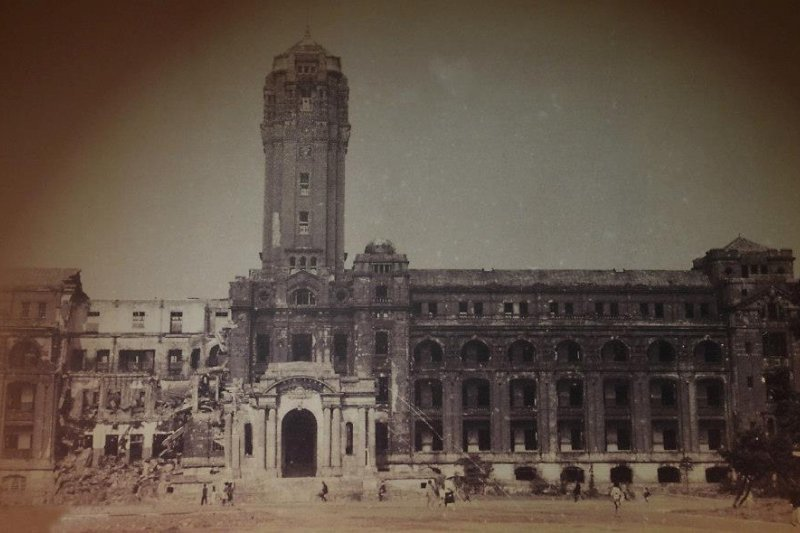 台北大空襲後的日本總督府。 圖/取自維基共享