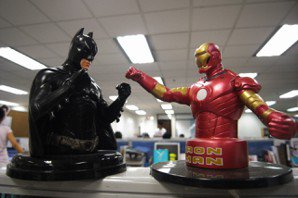 你以為鋼鐵人和蝙蝠俠怎麼樣能夠每天去打擊罪犯、拯救世界? 圖片來源:Flickr